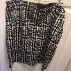 Stretch black and white plaid skirt